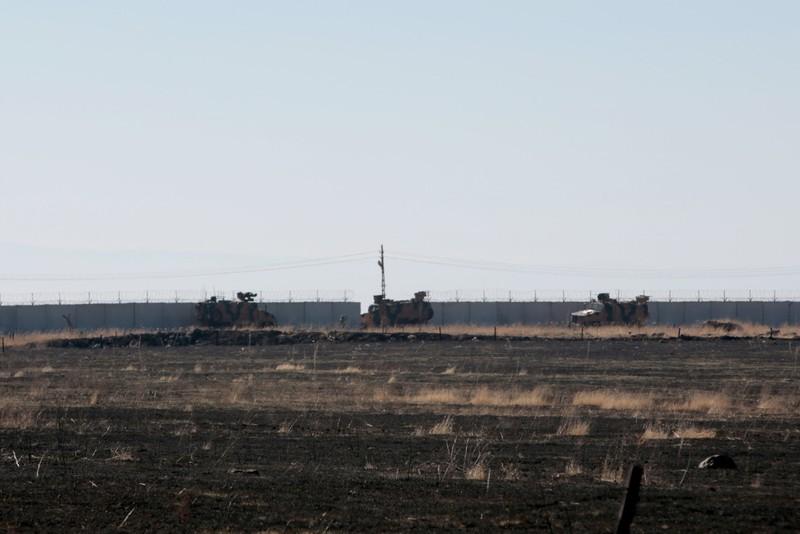 Người Kurd ném đá vào đoàn xe Nga-Thổ Nhĩ Kỳ tuần tra ở Syria - ảnh 3