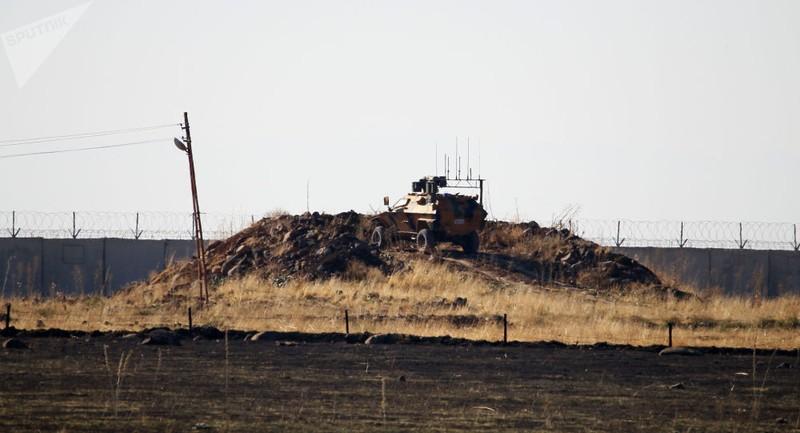 Người Kurd ném đá vào đoàn xe Nga-Thổ Nhĩ Kỳ tuần tra ở Syria - ảnh 2