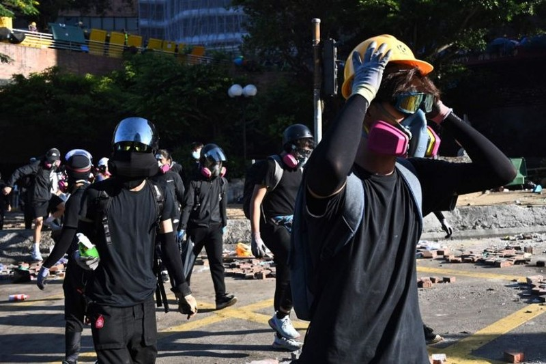 Tòa Hong Kong: Lệnh cấm đeo mặt nạ biểu tình là 'vi hiến' - ảnh 1