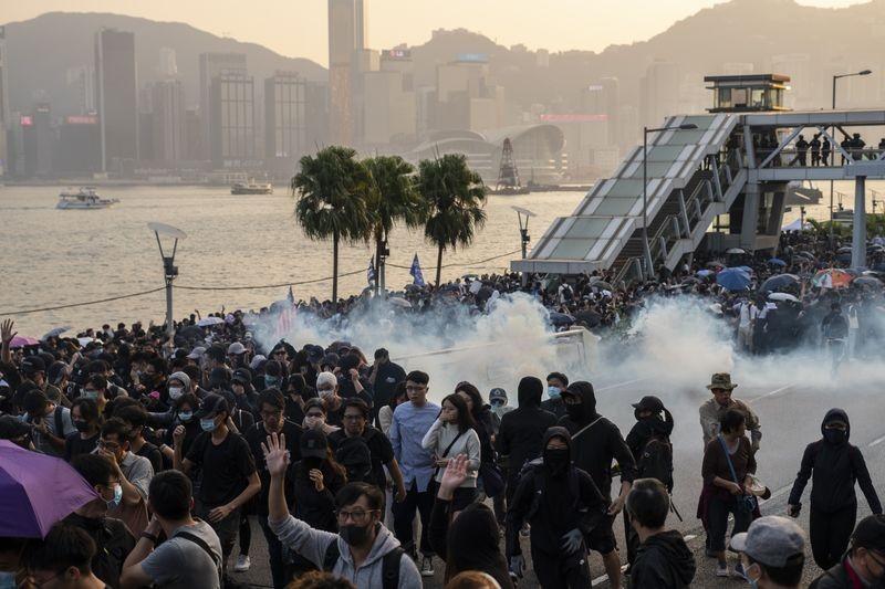 Trung Quốc trả đũa Mỹ vì đạo luật Hong Kong - ảnh 1