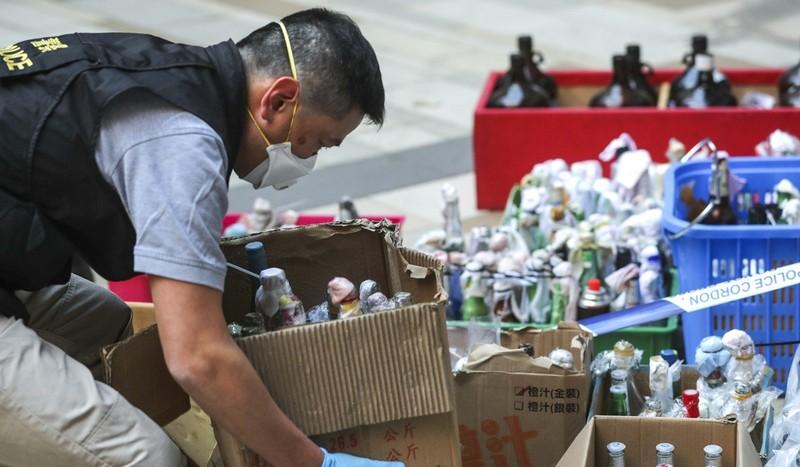 Hong Kong: Tìm thấy 40 quả bom xăng trong Trường Bách khoa - ảnh 2