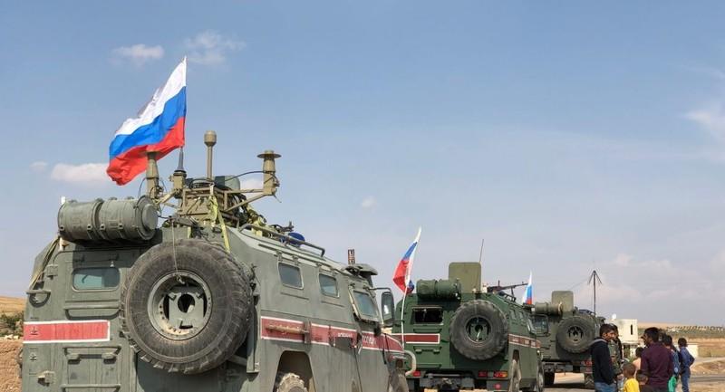 Xe bọc thép Nga bị đánh bom ở Syria, 3 người bị thương - ảnh 1