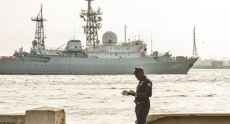 Mỹ, Canada theo dõi tàu tình báo Nga tiến gần bờ biển mình - ảnh 1