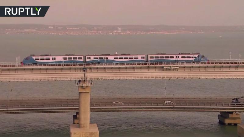 Ông Putin là người đầu tiên đi qua cầu đường sắt Nga-Crimea - ảnh 1