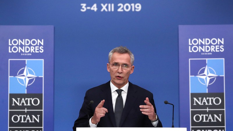 NATO nói nên có quan hệ tốt với Nga, sẵn sàng gặp ông Putin - ảnh 1