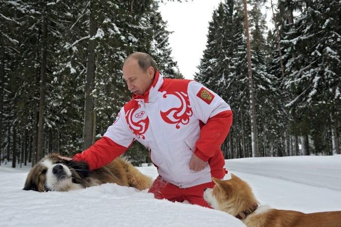 Hé lộ video chưa từng nhìn thấy về ông Putin trong 20 năm qua - ảnh 1