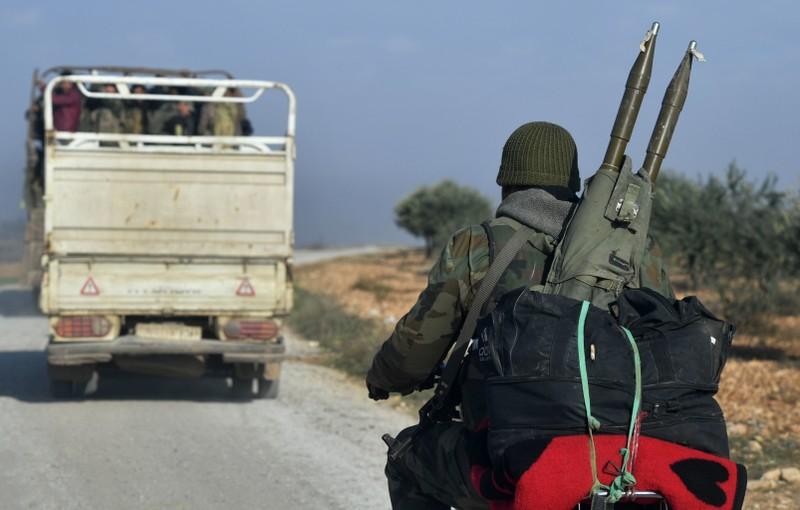 200 xe quân sự Thổ Nhĩ Kỳ vượt biên giới tiến vào Syria - ảnh 2
