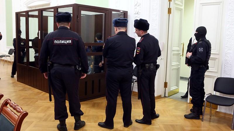 Nga: Bị cáo rút súng tự tử ngay tại tòa sau khi bị kết án  - ảnh 1
