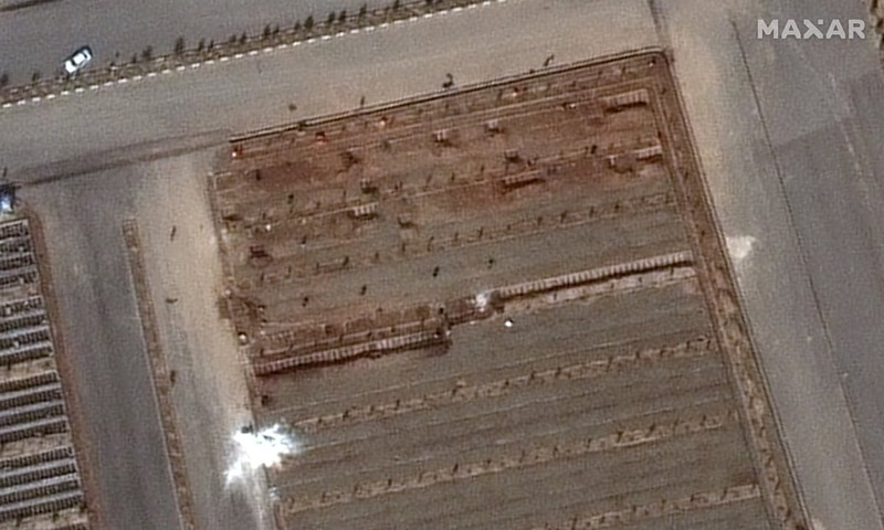 Iran khẩn trương xây mộ tập thể chôn người chết vì COVID-19 - ảnh 1