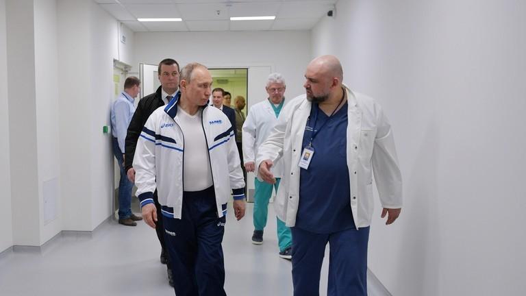 Tình hình sức khỏe ông Putin sau khi gặp bác sĩ nhiễm COVID-19 - ảnh 1