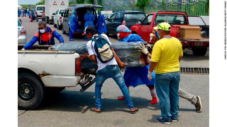 Ecuador: Thi thể nạn nhân COVID-19 bị bỏ mặc trên đường  - ảnh 2