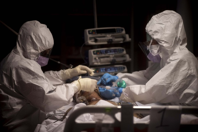 COVID-19 Ý: Phức tạp chết-nhiễm tăng lại, đã mất 100 bác sĩ  - ảnh 1