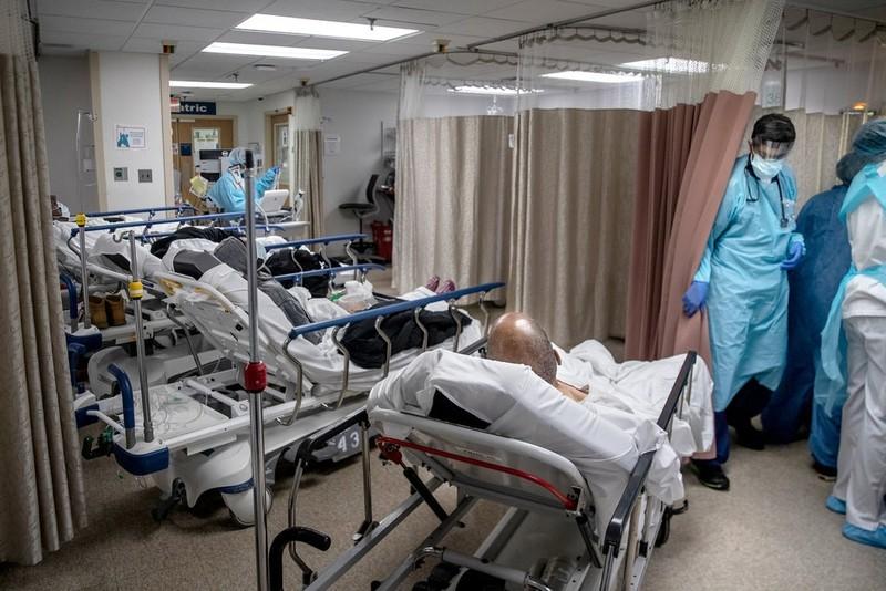 ĐH Johns Hopkins: Mỹ chết kỷ lục 4.491 người/ngày vì COVID-19 - ảnh 1