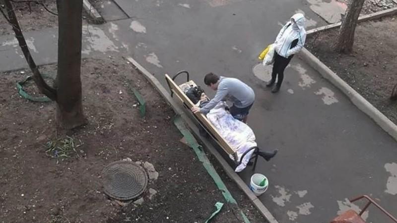 COVID-19: 1 phụ nữ Nga chết trên ghế ngay sau khi xuất viện - ảnh 1