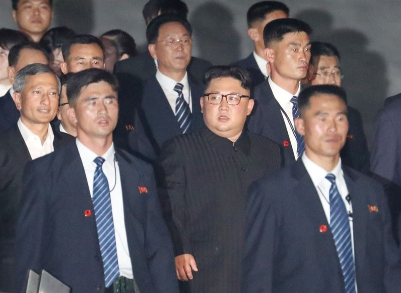 Báo Hàn Quốc: Vệ sĩ của ông Kim Jong-un nhiễm COVID-19 - ảnh 1