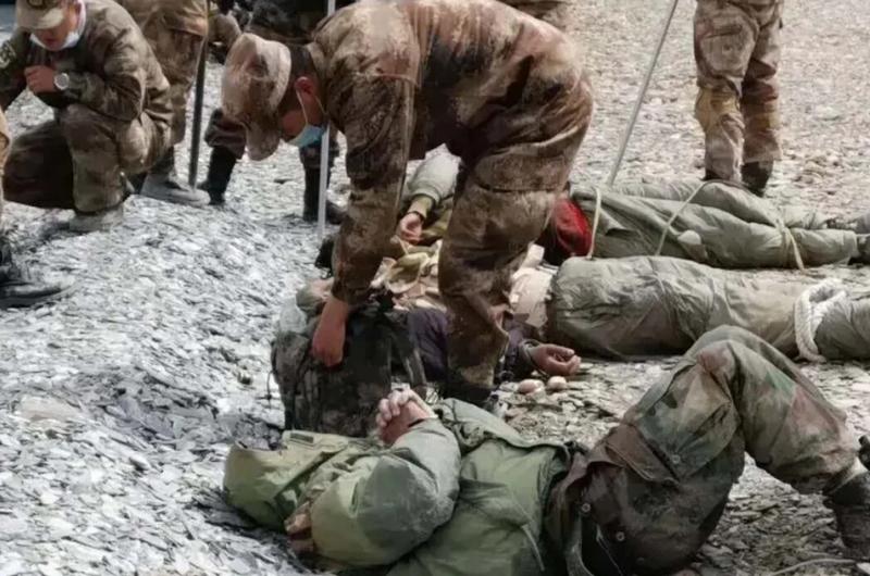 Lính Ấn-Trung lên mạng xã hội khoe 'chiến tích' hạ đo ván nhau - ảnh 1