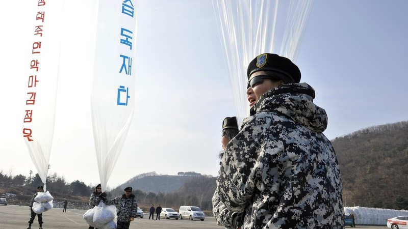 Triều Tiên rải truyền đơn, Hàn Quốc dọa đáp trả quân sự - ảnh 1