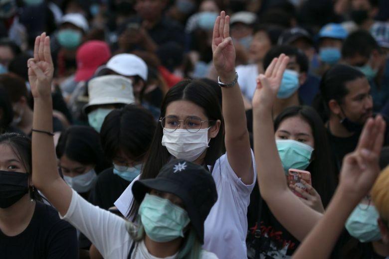 Thái Lan: Hàng ngàn sinh viên biểu tình đòi chính phủ từ chức - ảnh 1
