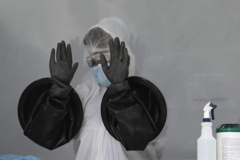 Mỹ tăng hơn 2.600 ca nhiễm COVID-19 mỗi giờ - ảnh 1