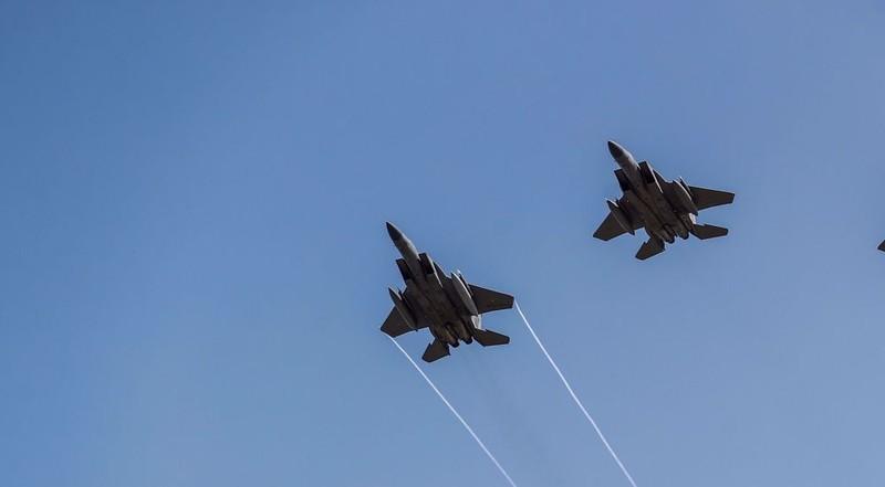 Tiêm kích Mỹ bị tố quấy rối máy bay Iran 2 lần trong 6 phút - ảnh 1