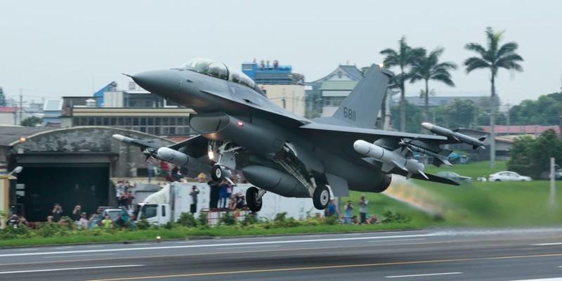 Đài Loan lệnh phi công không nổ súng trước khi chặn máy bay TQ - ảnh 1