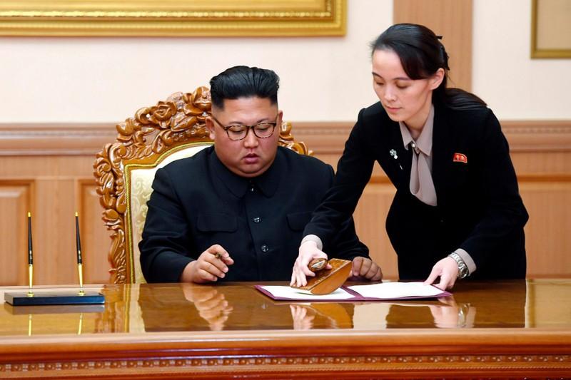 Báo Hàn Quốc: Ông Kim Jong-un chia bớt quyền lực cho em gái - ảnh 1