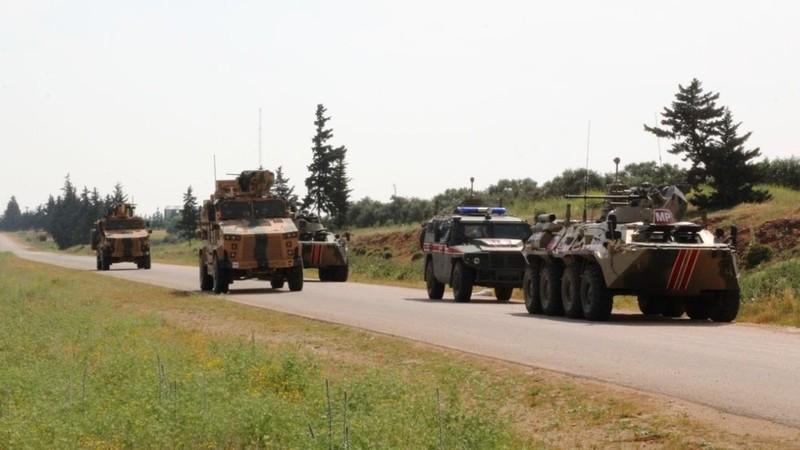 Xe thiết giáp Nga bị phục kích trúng tên lửa ở Syria - ảnh 1