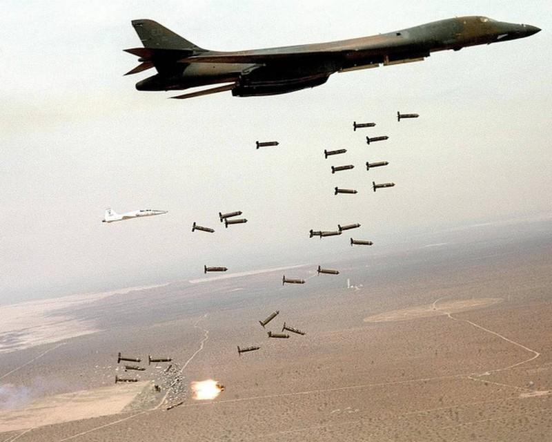 Mỹ thử nghiệm thả 10 quả bom phân mảnh mới thay thế bom chùm - ảnh 1
