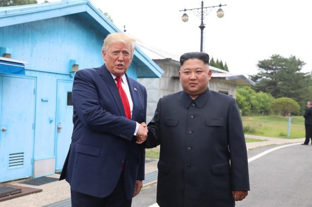 Ông Trump khẳng định ông Kim Jong-un vẫn khỏe mạnh - ảnh 1