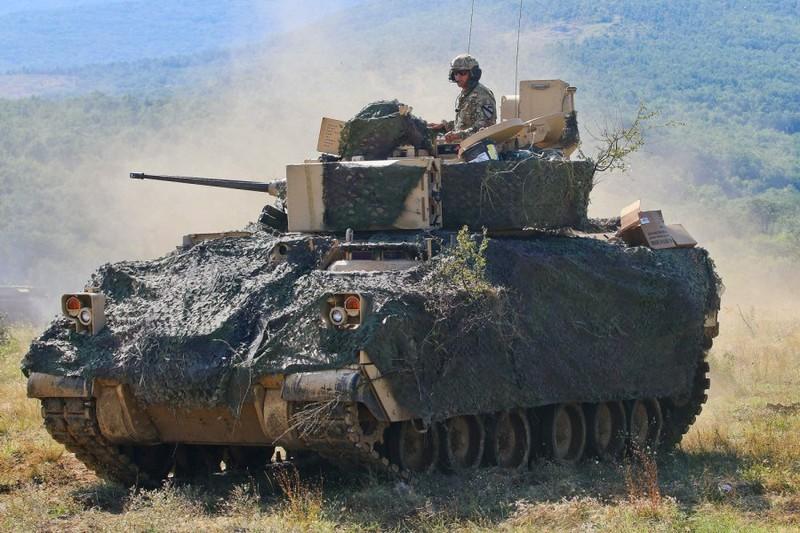 Mỹ đưa hàng trăm binh sĩ, xe tăng tới sát biên giới Belarus - ảnh 1