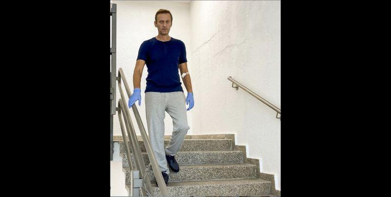 Ông Navalny đăng ảnh đi cầu thang, kể về quá trình hồi phục - ảnh 1
