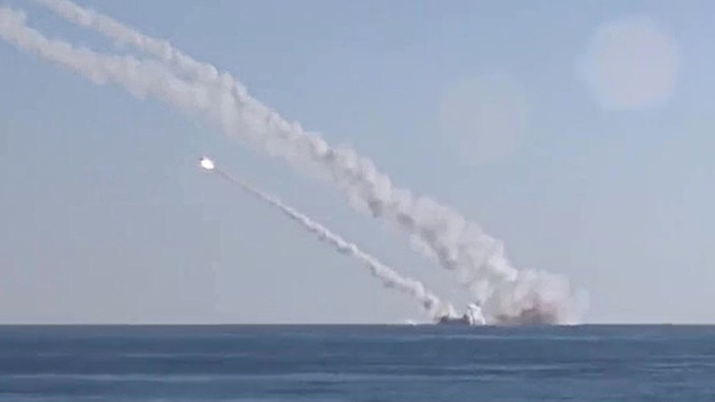 Ông Putin ca ngợi khi tên lửa đánh trúng mục tiêu cách 450 km - ảnh 1