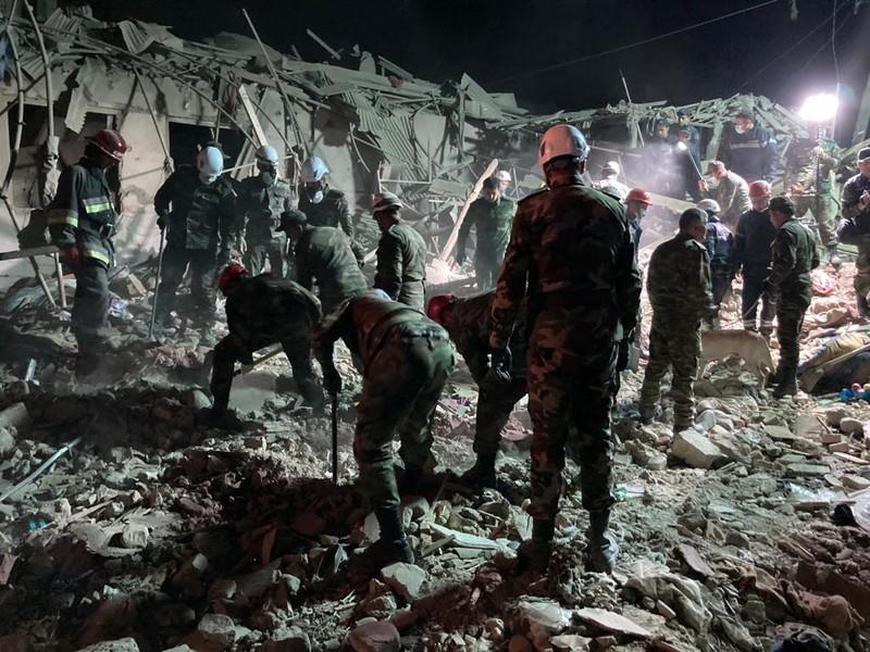 Armenia tấn công tên lửa san phẳng 20 ngôi nhà ở Azerbaijan - ảnh 2