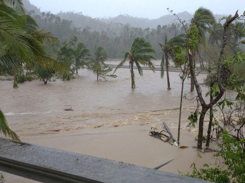 Siêu bão Goni gây vỡ đê, làm 4 người chết ở Philippines - ảnh 1
