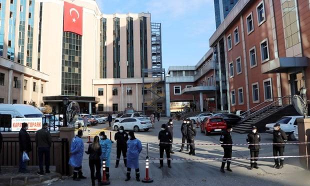 Cháy nổ bệnh viện, 10 bệnh nhân COVID-19 thiệt mạng - ảnh 1