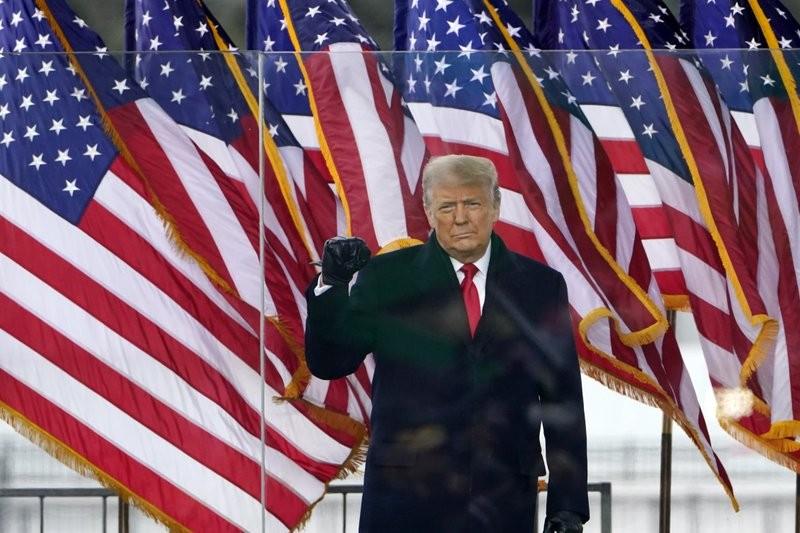 Nhiều nghị sĩ Cộng hòa muốn ông Trump bị bãi nhiệm trước 20-1 - ảnh 1