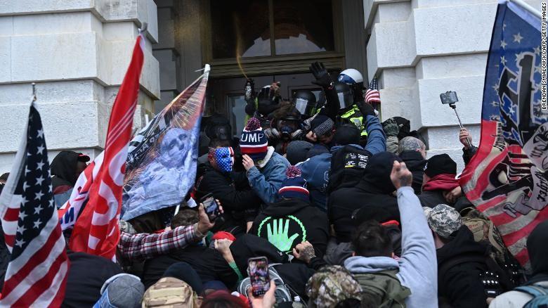 Nguy cơ bùng nổ bạo loạn vào ngày nhậm chức của ông Biden - ảnh 1