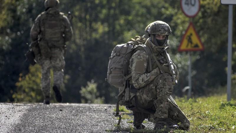Nga điều 41.000 lính sát Ukraine, 42.000 lính ở Crimea? - ảnh 1