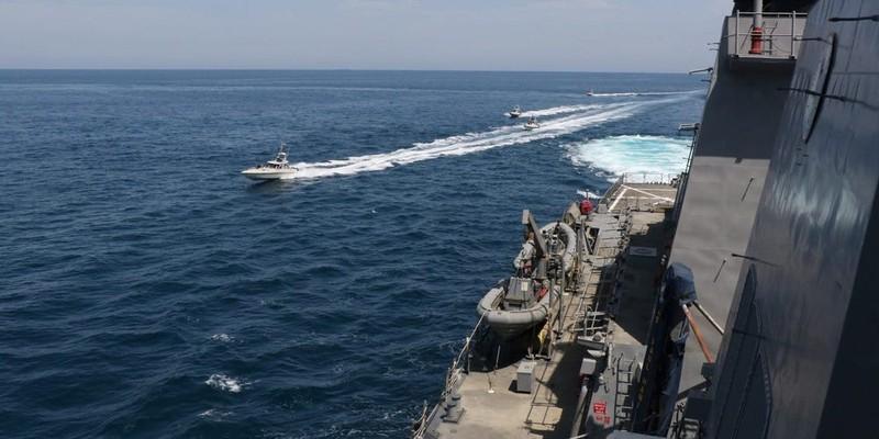 4 tàu Iran quấy rối 2 tàu tuần tra Mỹ ở vịnh Persian - ảnh 1