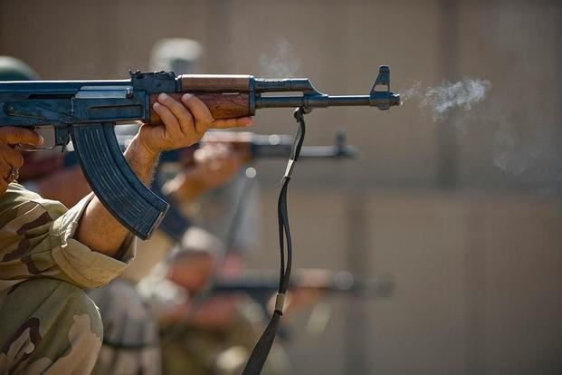 Súng trường AK của Nga có thực sự 'ăn đứt' súng trường M4 của Mỹ? - ảnh 1