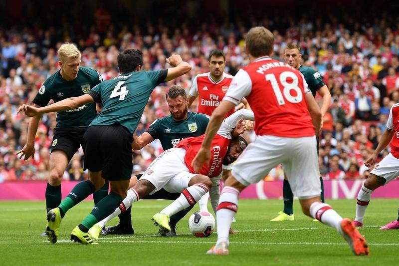 Hàng công tỏa sáng, Arsenal thắng khó Burnley trên sân nhà - ảnh 1