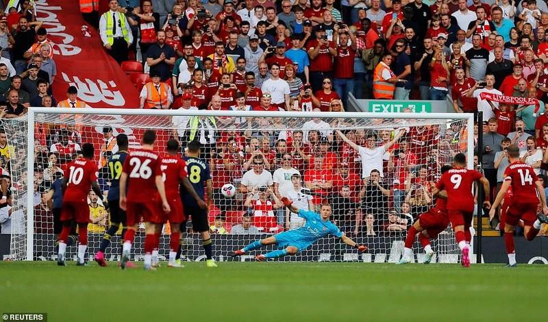 Salah lập cú đúp, Liverpool 'vùi dập' Arsenal chiếm ngôi đầu - ảnh 5