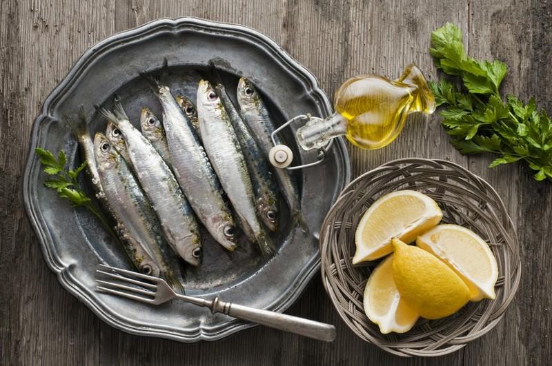 Thực phẩm nhiều cholesterol gây ảnh hưởng đến tuổi thọ của mắt - ảnh 2