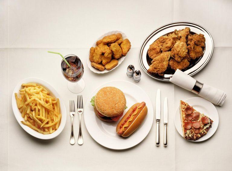 Thực phẩm nhiều cholesterol gây ảnh hưởng đến tuổi thọ của mắt - ảnh 1