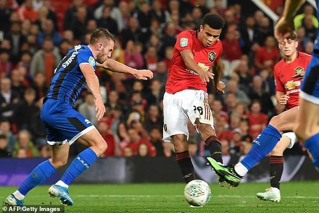 Liverpool, Chelsea thắng dễ, MU chật vật vào vòng 4 League Cup - ảnh 4