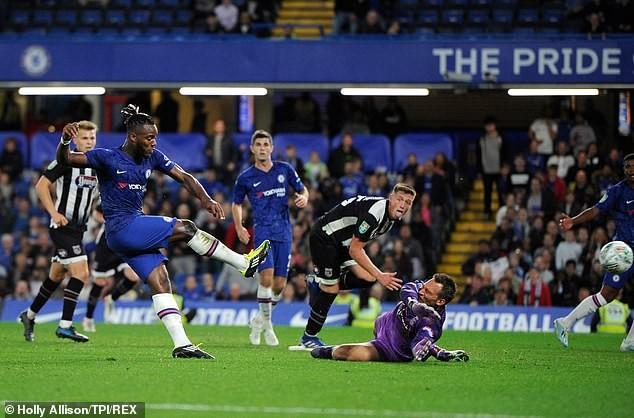 Liverpool, Chelsea thắng dễ, MU chật vật vào vòng 4 League Cup - ảnh 7