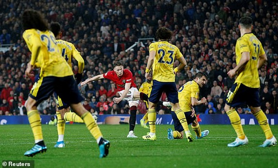 Hậu vệ mắc sai lầm, MU bị Arsenal cầm chân tại Old Trafford - ảnh 4
