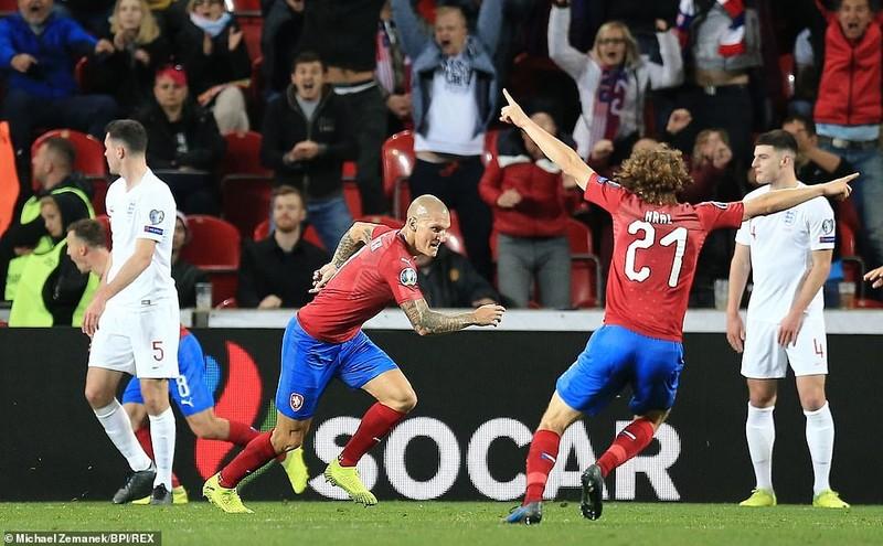 'Tam sư' thua ngược gây sốc, tuyển Pháp chật vật giành 3 điểm - ảnh 2