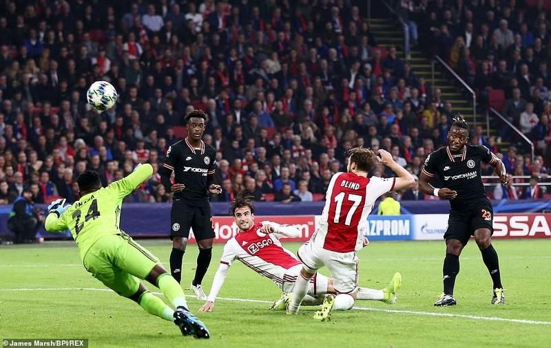VAR cứu thua giúp Chelsea thắng kịch tính Ajax trên sân khách - ảnh 5
