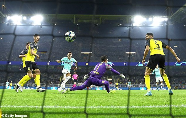 Dortmund ngược dòng kịch tính, Barca hòa muối mặt tại Nou Camp - ảnh 1